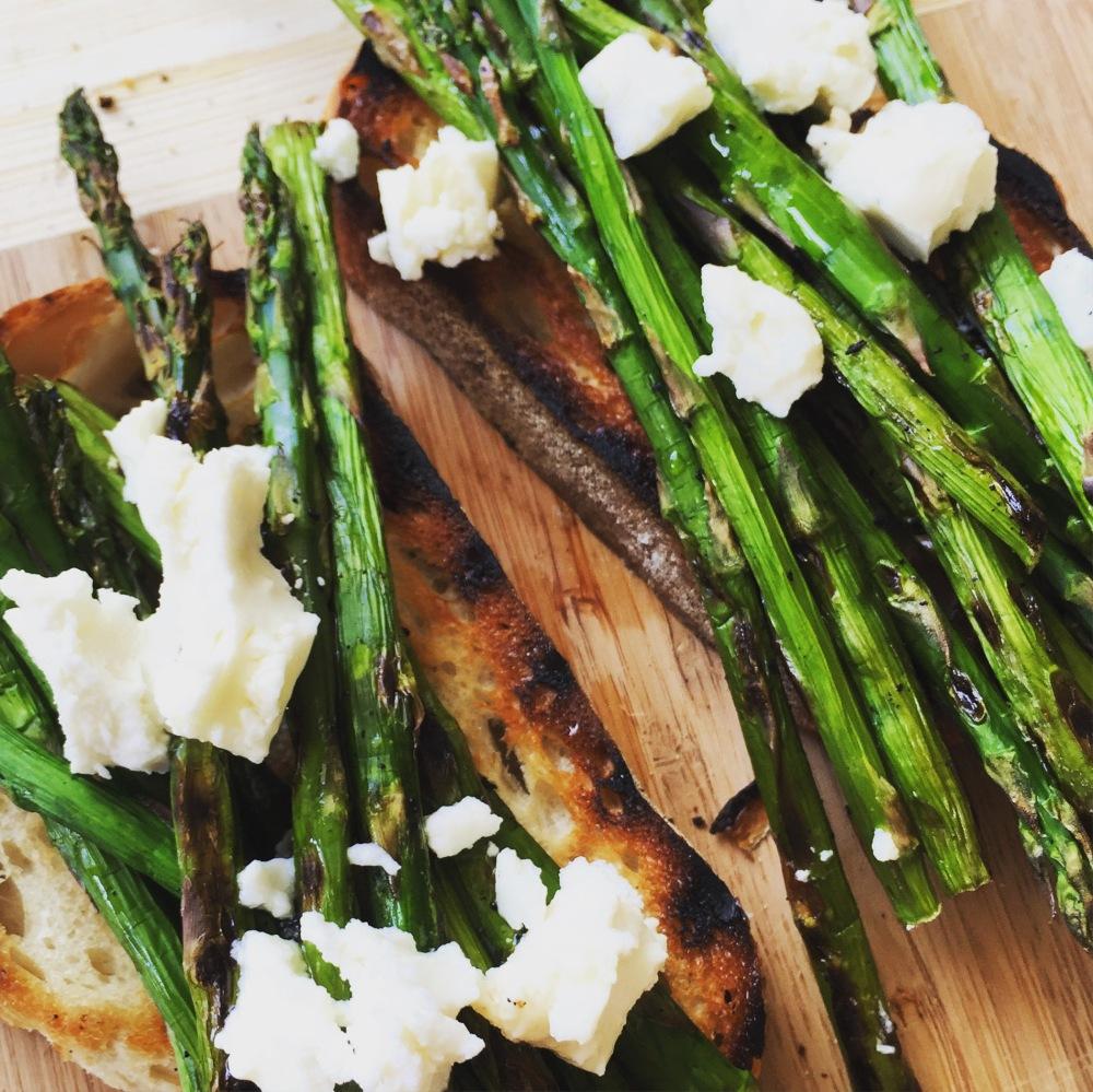 Bruschetta asparagus